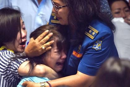 Более 40 человек с самолета AirAsia найдены погибшими