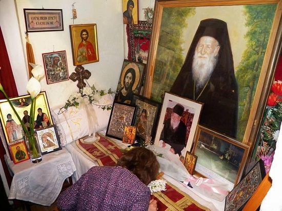 Тысячи верующих в Греции приняли участие в праздновании памяти старца Порфирия Кавсокаливита