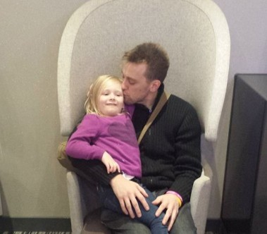 Умирающий отец отдал все средства на лечение своей приемной дочери