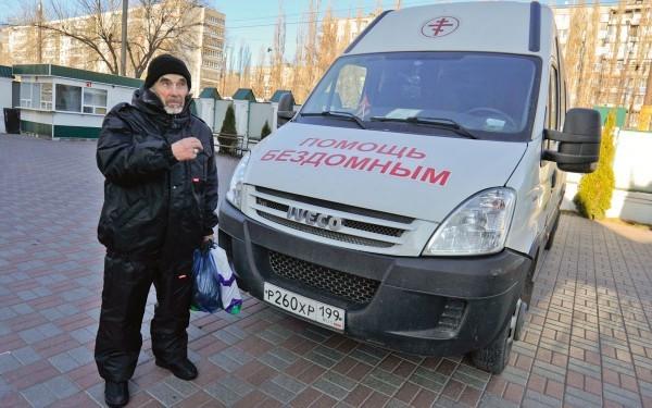 Почти 200 бездомных накормили участники благотворительного автопробега «Надежда»