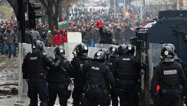 Попытка министра заступиться за православных спровоцировала массовые беспорядки в Косово