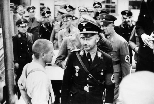Генрих Гиммлер в концлагере Дахау