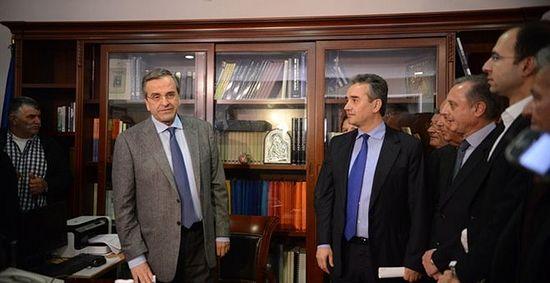 Премьер-министр Греции выступил против удаления икон из общественных зданий