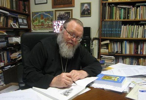Митрополит Иларион в своем рабочем кабинете. 2009 г.
