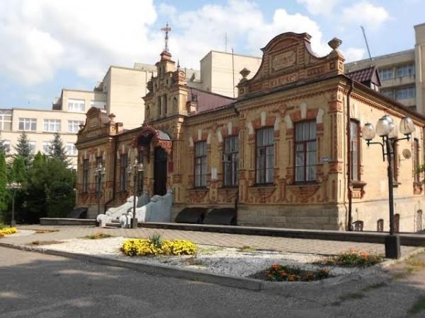 Дом для мамы. Бывшая епископская резиденция, ныне - центр помощи женщинам в кризисной ситуации - один из социальных проектов Пятигорской и Черкесской епархии. Ессентуки.