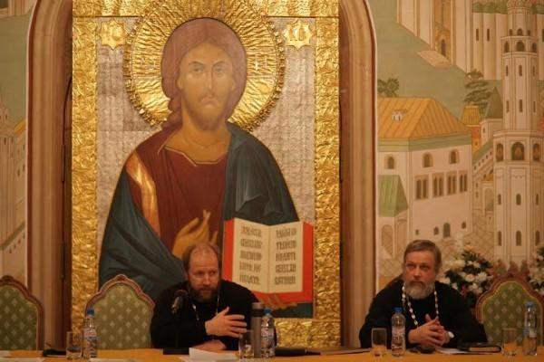 Протоиерей Олег Митров (слева)