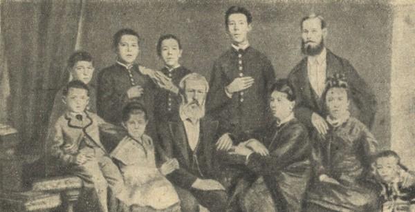 А. П. Чехов (стоит второй слева) в кругу семьи (1876)