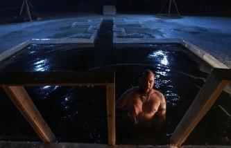 Более 1,5 миллиона человек приняли участие в крещенских купаниях