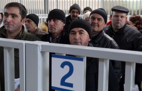 Мигрантам придется получать трудовые патенты нового образца