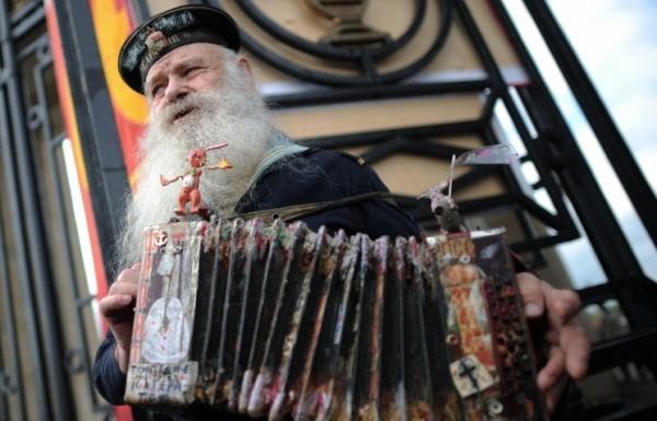 Средняя продолжительность жизни в РФ превысила 71 год
