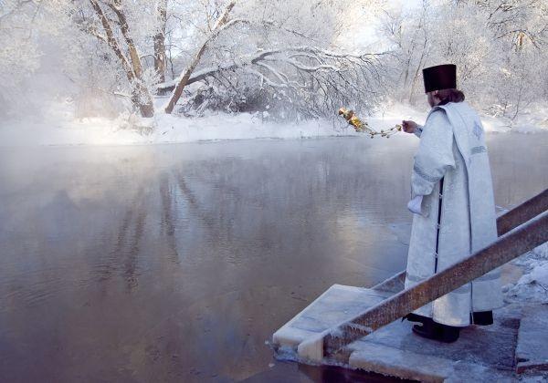 Крещение как начало жизни, или Что мы ищем в проруби?