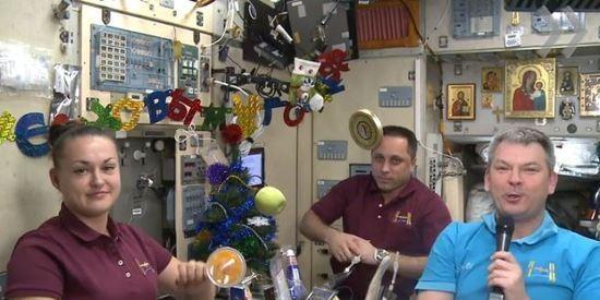 Патриарх Кирилл в телефонном разговоре поздравил с Рождеством экипаж МКС