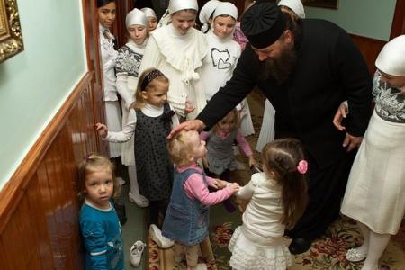 Епископ Лонгин (Жар): Сегодня нужно думать в первую очередь о тех невинных людях, которые страдают