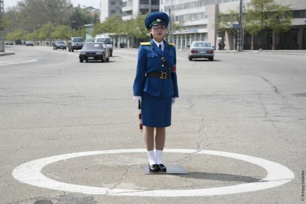 Регулировщица. Пхеньян.