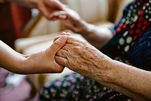 Сахалинские депутаты готовят законопроект о приёмных семьях для пожилых