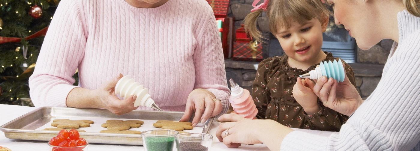 Рождественские традиции: выставки, ангелы, Дед Мороз и пироги с капустой