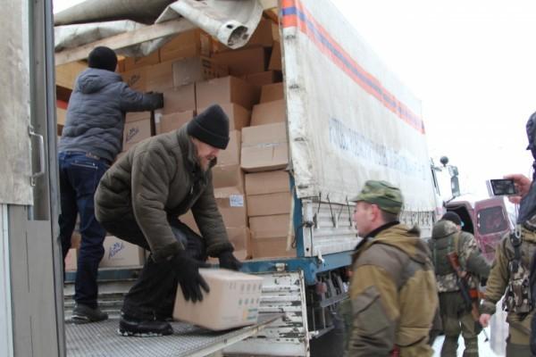 Донская митрополия передала Рождественские подарки и продукты питания детям Донбасса