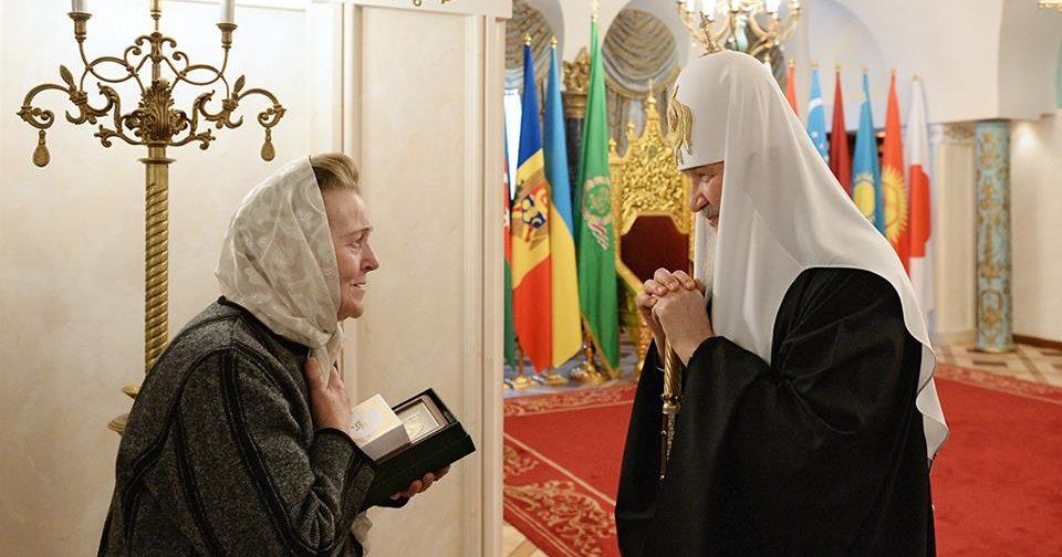 Патриарх Кирилл встретился с жительницей Донецка