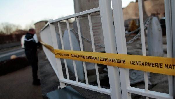 Вандалы напали на христианское кладбище во Франции