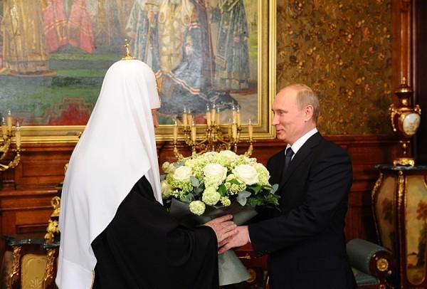 Владимир Путин лично поздравил Патриарха Кирилла с днем интронизации