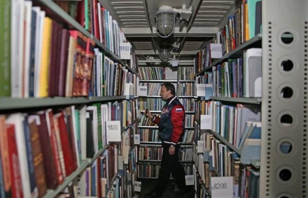 Уцелевшие после пожара в библиотеке ИНИОН книги заморозят