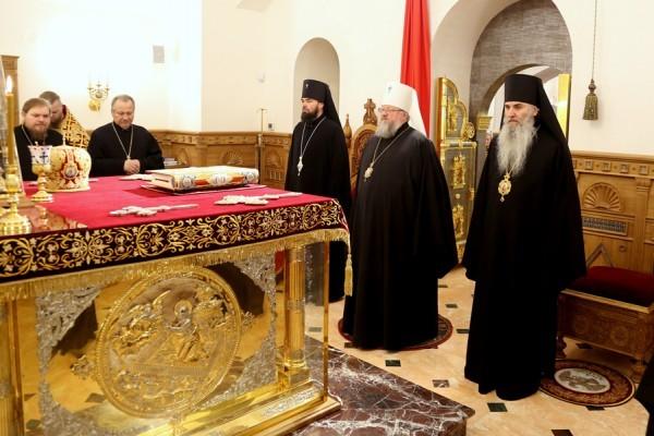 Митрополит Донецкий и Мариупольский Иларион: Совершая молитвы во время бомбежек, мы в своем сердце призываем на помощь только Бога