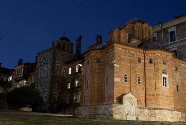 На Афоне все живут по так называемому византийскому времени, которое отличается от обычного на 6 часов