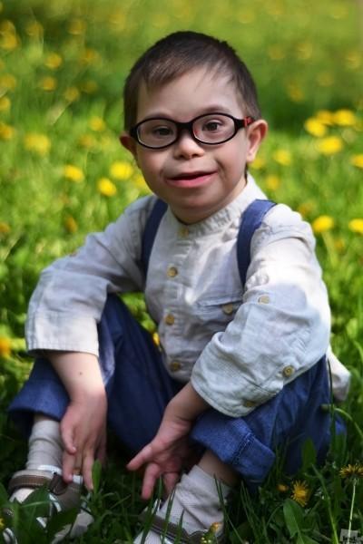"""Из серии """"Особые дети"""", Степа. Степе 7 лет. Он родился с синдромом Дауна. Ему повезло в том, что его родители не испугались диагноза и прогнозов врачей, не отказались от него в роддоме, а, наоборот, окружили своего ребенка теплом, заботой и любовью. Челябинск. Автор - Валерия Цуканова"""