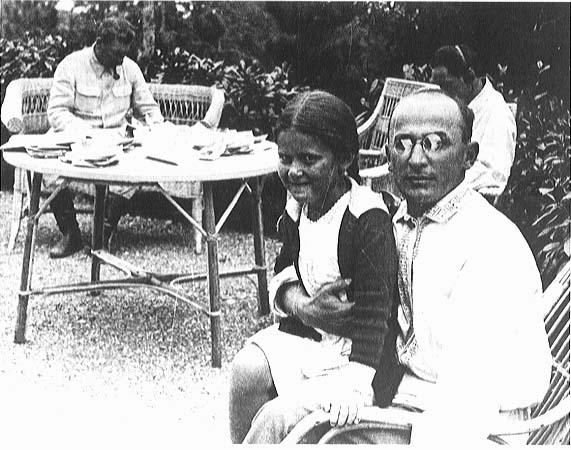 Л.П. Берия и дочь И.В. Сталина (Сталин — на заднем плане)