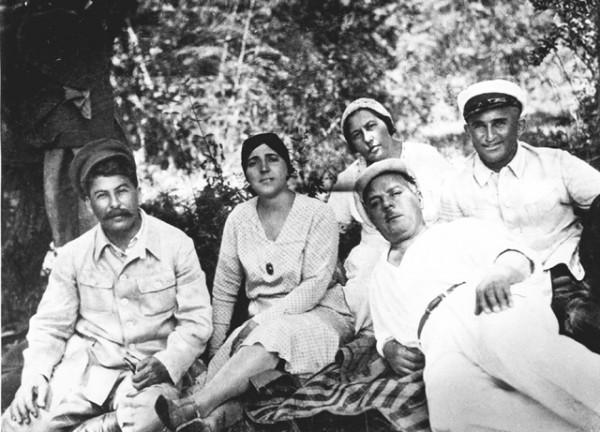 Сталин, Надежда Аллилуева, Ворошилов с женой и Енукидзе на пикнике