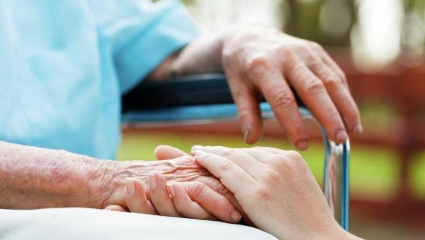 Парламент Франции принял спорный законопроект о глубокой седации тяжелобольных пациентов