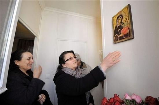 Православная икона Божией Матери замироточила в Париже