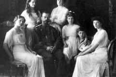 Госархив предлагает захоронить останки детей Николая II