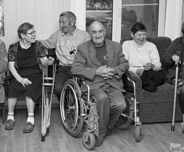 """""""Надеюсь не забыл, приезжай"""" - отрывок из записки, которую мне передал после съёмки, главный герой на фото в инвалидной коляске - Валера Светлов. Автор - Анна Костецкая"""