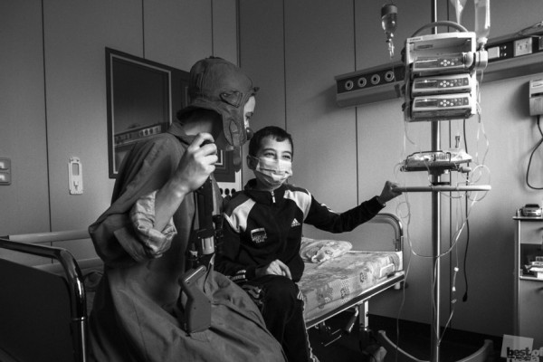 Больничные Клоуны на работе. Репортаж о работе АНО Больничные Клоуны. Клоуны помогают в реабилитации детей, находящихся на стационарном лечении. Помогают средствами клоунады и игротерапии, не лекарствами, а путем создания позитивных эмоций. Автор - Андрей Радченков