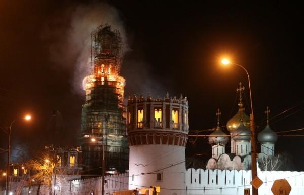 В Новодевичьем монастыре сгорели строительные леса
