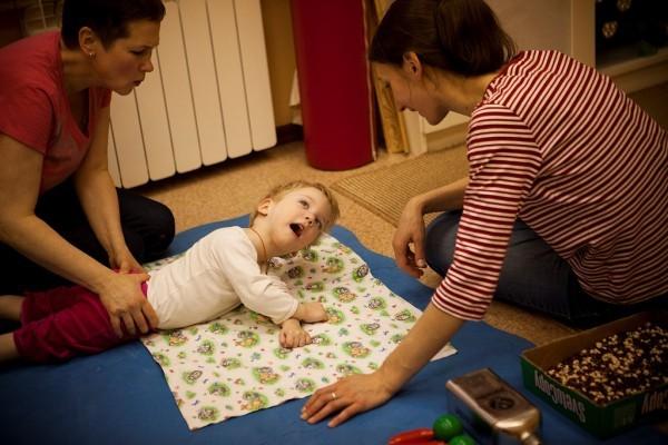 Ульяна тренирует ротацию за поцелуи и похвалы