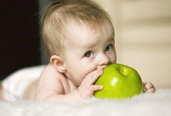 Малыш Федор и пирог с зелеными яблоками