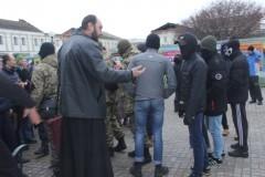 Экстремисты устроили провокацию возле кафедрального собора в Сумах