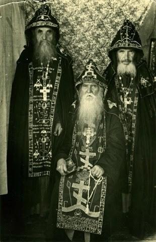 Слева направо: Схиархимандрит Серафим (Романцов), схиархимандрит Серафим (Амелин), схиархимандрит Андроник (Лукаш)
