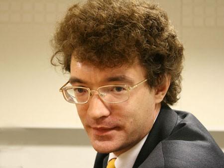 Александр Саверский: Почему назначение препарата переехало в аптеки из кабинета врача?