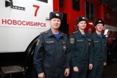 Двое новосибирских пожарных спасли из огня 44 человека
