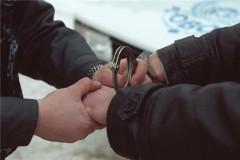 Столичный полицейский в свободное от службы время задержал вооруженного грабителя на заправке