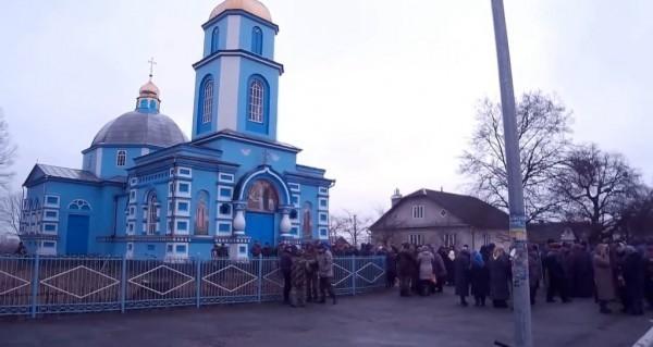 В храме, захваченном раскольниками в Ровенской епархии, вновь проводит богослужения каноническая Церковь
