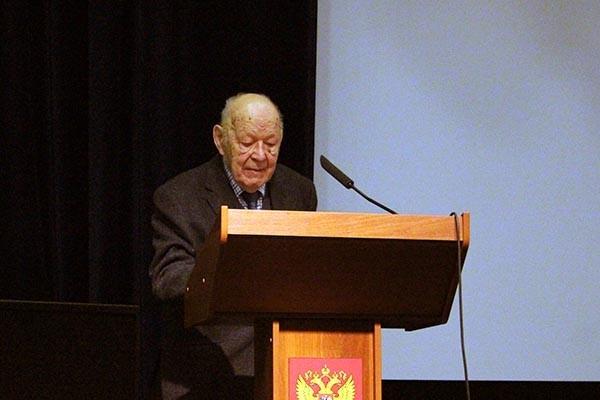 Почетный президент Ассоциации историков Второй мировой войны, доктор исторических наук, профессор Ржешевский Олег Александрович