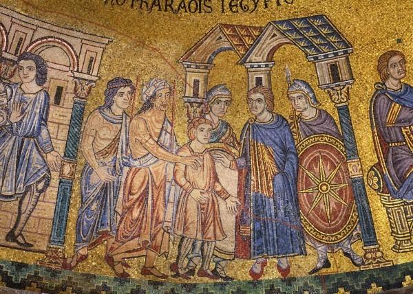 12.Мадианитяне продают Иосифа в Египте Потифару, царедворцу (Быт. 37. 36).