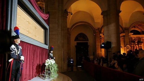 На Туринскую плащаницу хотят взглянуть более миллиона человек