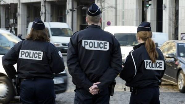 Французская полиция задержала мужчину, планировавшего нападение на храм, когда он случайно ранил себя