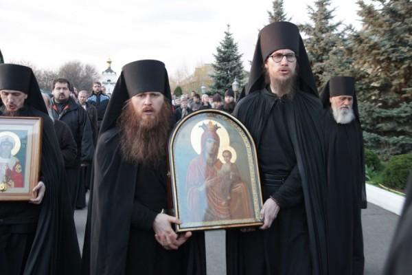 Иеромонах Феофан (слева). Фото: obitel-nikolskoe.ru