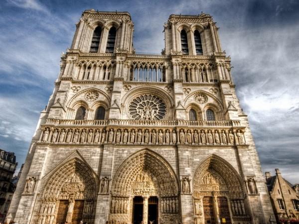Почти 200 храмов во Франции взяты под охрану в связи с угрозой нападения исламистов